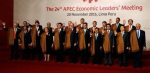Leaders take part in a family photo at the APEC Summit in Lima, Peru November 20, 2016. REUTERS/Kevin Lamarque
